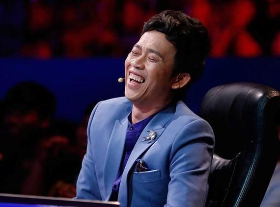 """Danh hài Hoài Linh qua scandal từ thiện đã """"hiện nguyên hình"""" một anh hề."""