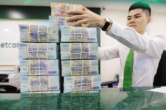 Lãi suất tại Việt Nam được dự báo ổn định trong ngắn hạn và có thể nhích nhẹ vào cuối năm.  Ảnh: Đức Thanh