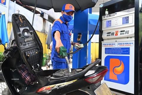 Giá xăng tăng lên mức cao nhất trong vòng 16 tháng.