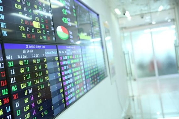 Thị trường chứng khoán tăng mạnh tạo cơ hội cho các công ty chứng khoán tăng năng lực tài chính. Ảnh minh họa: T.H.