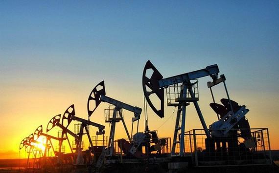 Giá dầu ngày 17-6 bất ngờ quay đầu giảm mạnh sau 5 phiên tăng liên tiếp.