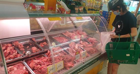 Quyết định đóng cửa tạm thời chợ đầu mối Hóc Môn được doanh nghiệp khẳng định không ảnh hưởng nhiều đến nguồn cung thực phẩm cho TP - Ảnh: N.TRÍ