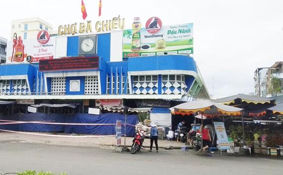 Một góc chợ Bà Chiểu (quận Bình Thạnh, TP HCM) còn hoạt động. Ảnh: AN NA