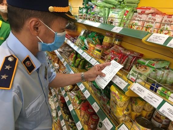 Cửa hàng Bách Hóa Xanh bị phát hiện bán hàng với giá cao hơn niêm yết. Ảnh: QLTT