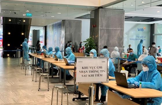 Nhân sự của Viettel đã có mặt ở các điểm tiêm chủng để tham gia , hỗ trợ chiến dịch tiêm chủng quy mô lớn ở TPHCM bắt đầu từ hôm nay, 22-7.