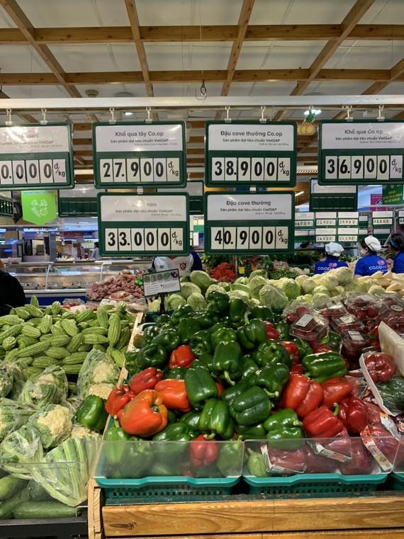 Từ hôm nay, nhiều siêu thị TPHCM sẽ đóng cửa trước 5h chiều.
