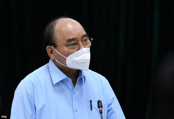 Chủ tịch nước Nguyễn Xuân Phúc đồng ý với chủ trương của thành phố là tiếp tục giãn cách xã hội thêm một thời gian nữa. Ảnh: Zing