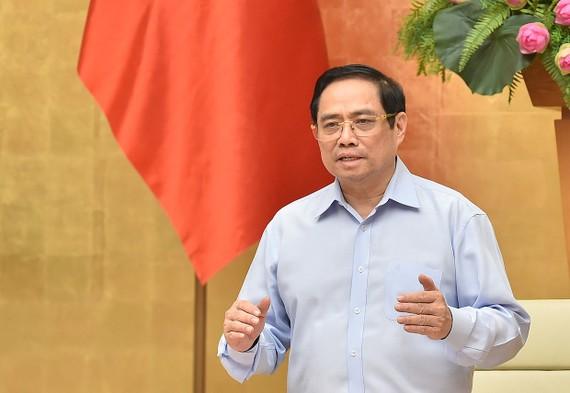 Thủ tướng yêu cầu nhất định không để thiếu nhân lực, trang thiết bị y tế, không để khủng hoảng y tế. Ảnh: VGP