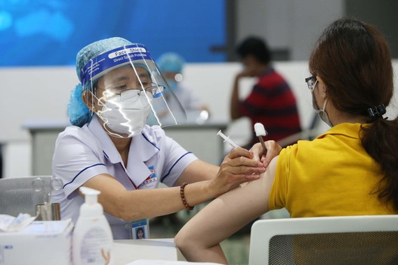 Bộ Y tế được yêu cầu phân bổ vaccine bảo đảm tiến độ tiêm theo đề nghị của UBND TPHCM và các tỉnh Bình Dương, Đồng Nai, Long An.
