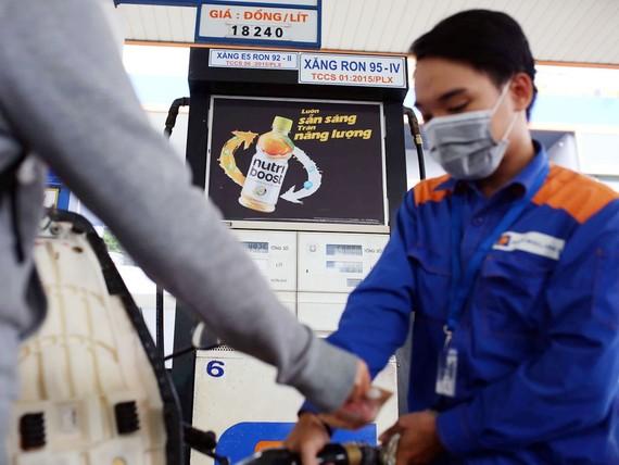 Giá xăng dầu trong nước từ đầu năm đến nay tăng hơn 30%. Ảnh: Ngọc Dương