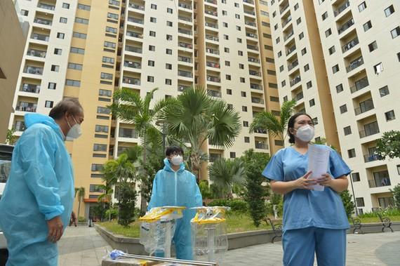 Nhân viên y tế làm việc tại Bệnh viện dã chiến số 8, phường An Khánh, TP Thủ Đức, TPHCM. Ảnh: Tự Trung