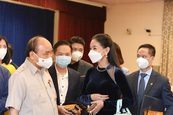 Chủ tịch nước Nguyễn Xuân Phúc gặp gỡ các doanh nhân trẻ tại TP.HCM sáng 12-10. Ảnh: Tự Trung