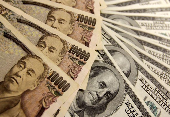 Japanese yen notes are piled atop U.S. dollar bills. Criminal groups may see Japan as an easy place to disguise illicit gains, a police source said.   © Reuters