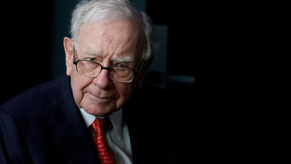 Warren Buffett's Berkshire Hathaway is looking to diversify its fundraising.   © Reuters