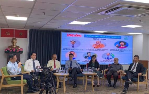 Các chuyên gia thảo luận tại Hội nghị Lấy ý kiến tháo gỡ khó khăn cho doanh nghiệp BĐS. Ảnh: MINH TUẤN