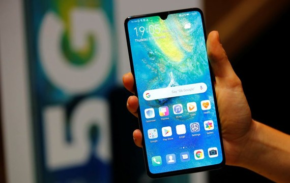 Huawei Technologies' Mate 20 X(5G) is the Chinese telecom equipment maker's first 5G-ready phones.   © Reuters