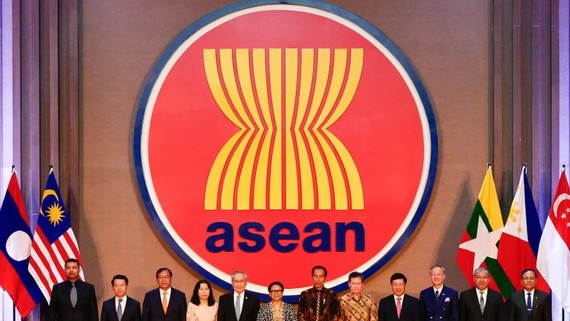 ASEAN dignitaries open the bloc's new building in Jakarta in August. The association's summit starts this week in Bangkok.   © Getty Images