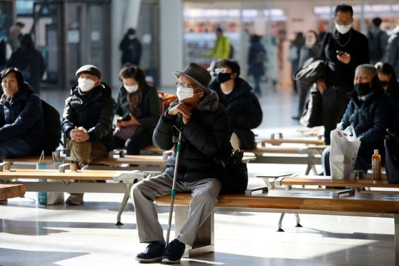 People wear masks at Seoul Station. South Korea has seen a surge in coronavirus cases.