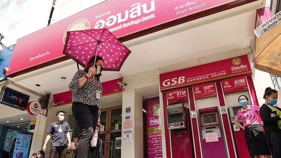 Ngân hàng tiết kiệm chính phủ Thái Lan đã không cung cấp dịch vụ mở tài khoản ngân hàng mới tại các chi nhánh vào 30 và 31-3-2020. (Ảnh của Akira Kodaka)