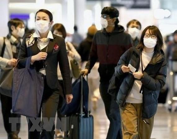 Hành khách tại sân bay Narita, gần Tokyo, Nhật Bản. (Ảnh: Kyodo/TTXVN)