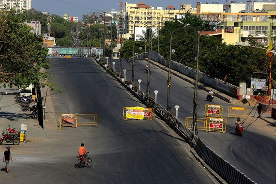 The road leading to a major technology center in Bangalore, India, was nearly empty on Monday. PHOTO: JAGADEESH NV/EPA/SHUTTERSTOCK