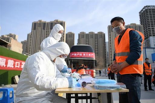 Hành trình gian nan quay lại làm việc của lao động Trung Quốc sau dịch