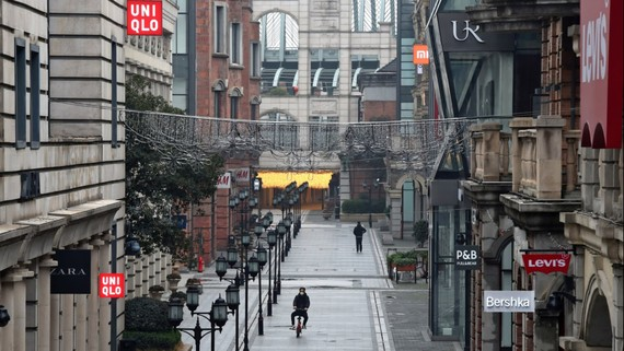 An eerily quiet shopping boulevard in Wuhan   © Reuters