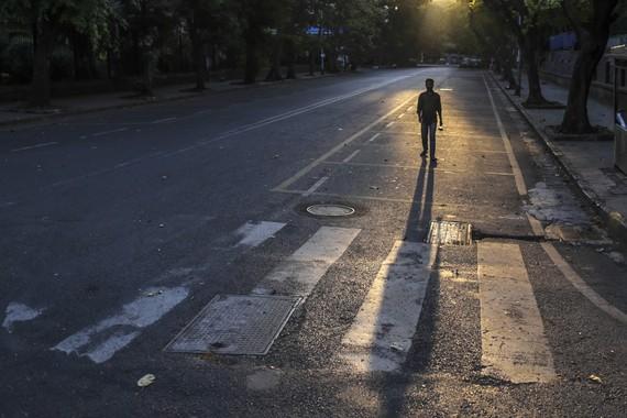 Hình ảnh đường phố tại Mumbai (Ấn Độ) ngày 5/4