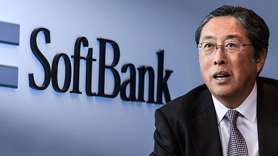 SoftBank Group CFO Yoshimitsu Goto says the company is committed to its original one-year deadline for selling off some $41 billioin in assets. (Nikkei Montage/ Source photo by Jun Takai)