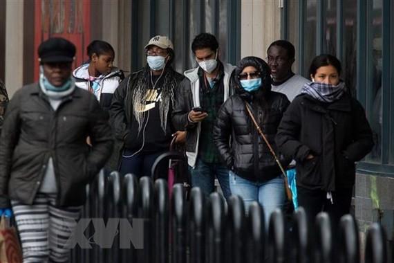 Người dân đeo khẩu trang phòng dịch COVID-19 tại New York, Mỹ ngày 3/4/2020. (Nguồn: THX/TTXVN).