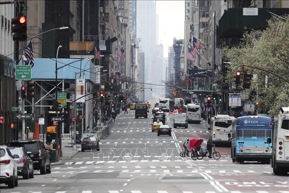 Một tuyến phố ở New York, Mỹ ngày 19/3/2020. Ảnh: THX/TTXVN