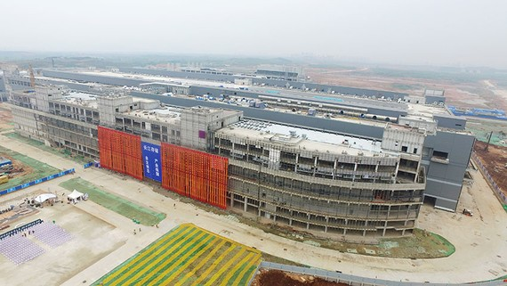 Yangtze Memory Technologies' sprawling Wuhan campus, pictured under construction. (Photo courtesy of Tsinghua Unigroup)