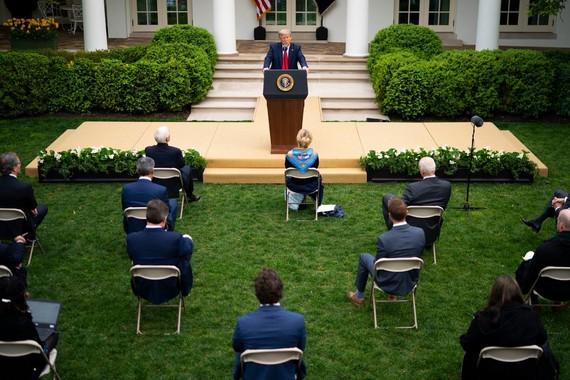 Tổng thống Trump trong cuộc họp báo tại Nhà Trắng hôm 14/4. Ảnh: New York Times.
