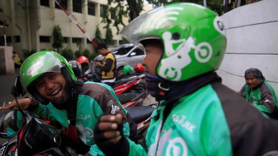 Gojek drivers in Jakarta: The Indonesia startup created a $6.38 million relief fund for its drivers.   © Reuters