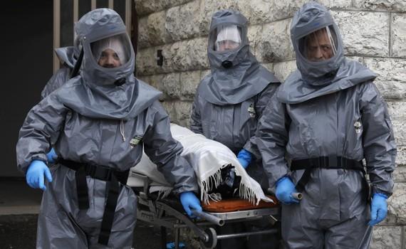 Chuyển thi thể bệnh nhân COVID-19 tới nhà tang lễ Shamgar ở Jerusalem, Israel ngày 1/4/2020. Ảnh: AFP/TTXVN