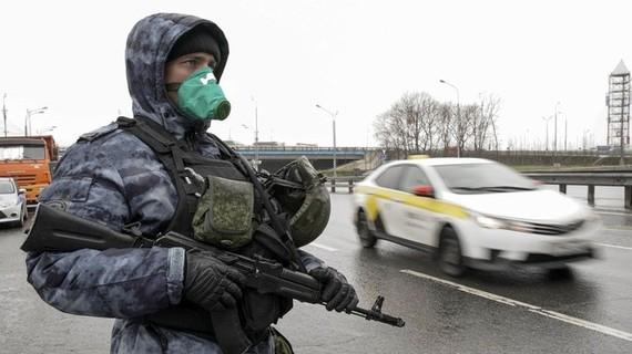 Dịch bệnh ở Moscow đang ngày thêm nghiêm trọng, Nga siết chặt thêm các biện pháp quản chế chống dịch (Ảnh: Đa Chiều).