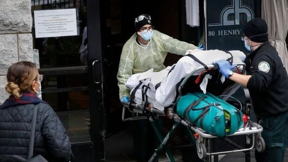Mỹ đã ghi nhận hơn 52.000 người chết do Covid-19, tương đương 1/4 số ca tử vong trên toàn thế giới. Ảnh: AP