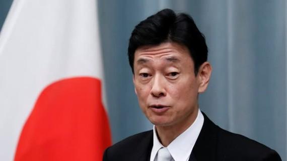 Yasutoshi Nishimura, Bộ trưởng phụ trách phản ứng Covid-19 của đất nước Nhật Bản, đang ở nhà như một biện pháp phòng ngừa sau khi một quan chức đi cùng ông đến bệnh viện xét nghiệm dương tính với COVID-19. © Reuters