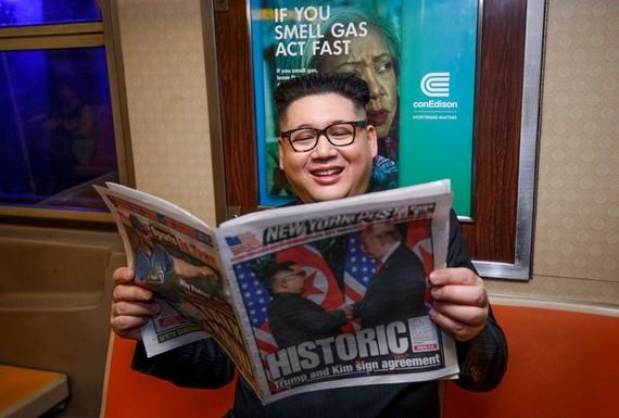 Howard X đóng giả nhà lãnh đạo Triều Tiên Kim Jong-un xuất hiện tại thành phố New York.