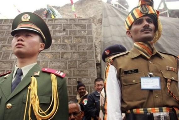 Lính biên phòng Trung Quốc và Ấn Độ trên biên giới giữa hai nước