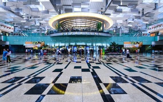 Sân bay Singapore lắp nhà vệ sinh không tiếp xúc và dùng robot vệ sinh để chống Covid-19