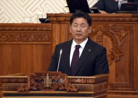 Thủ tướng Mông Cổ Ukhnaagiin Khurelsukh phát biểu tại một phiên họp Quốc hội ở Ulaanbaatar. Ảnh: Today/TTXVN