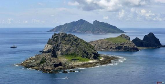 Tàu cá Nhật Bản bị truy đuổi quanh quần đảo Senkaku. (Nguồn: SCMP)