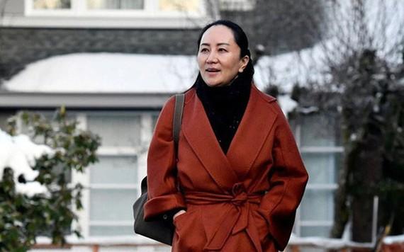 Gia đình ông trùm Huawei: Các con thay nhau đổi họ, đến cuối cùng hai con gái đều không mang họ bố