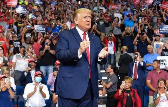 Tổng thống Mỹ Donald Trump phát biểu trong chiến dịch vận động tranh cử tại Tulsa, Oklahoma, Mỹ. (Ảnh: AFP/TTXVN)