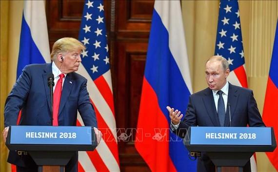 Tổng thống Mỹ Donald Trump (trái) và người người đồng cấp Nga Vladimir Putin (phải) tại cuộc họp báo chung ở Helsinki, Phần Lan ngày 16/7/2018. Ảnh tư liệu: AFP/TTXVN