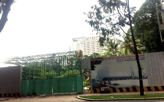 Phan Dinh Phung Sports Center has been shelved for last ten years due to dispute with investor.