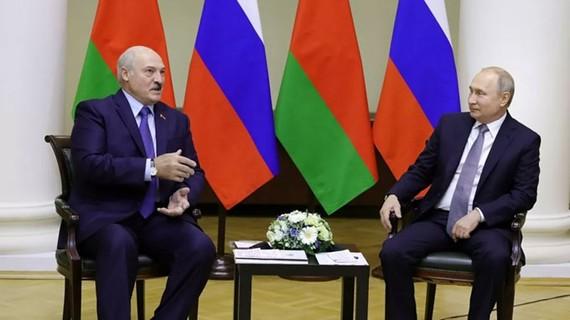 Tổng thống Nga Vladimir Putin và người đồng cấp Belarus Alexander Lukashenko tại Sochi