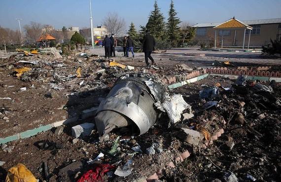 Mảnh vỡ của máy bay Boeing 737-800NG thuộc hãng Ukraine International Airlines bị rơi ở Iran. Ảnh: AP