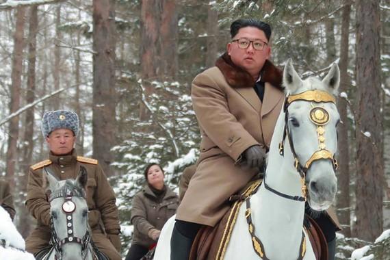 Nhà lãnh đạo tối cao của Triều Tiên Kim Jong-un thăm các địa điểm chiến đấu tại núi Paektu vào tháng 12 năm 2019. Ảnh: KCNA qua KNS / AFP